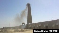 دخان ينبعث من معمل طابوق في محافظة ميسان