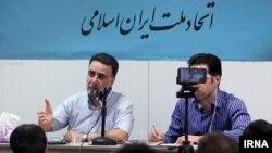 مصطفی تاجزاده، فعال سیاسی اصلاحطلب (سمت چپ)