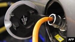 Замість шлангу з бензином - електричний кабель