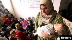 آوارگان در پناهگاهی در جنوبشرق موصل