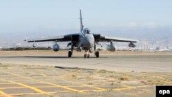 Pamje e një aeroplani luftarak britanik në një bazë në Qipro