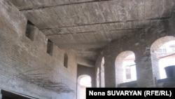 Cемь метров ниже первоначальной точки, с которой начинались раскопки