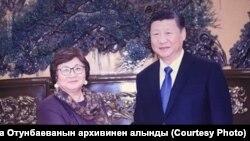 Роза Отунбаева Си Цзиньпин менен. 1-декабрь, 2017-жыл.