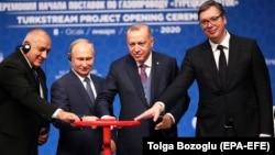 Soldan sağa: Bolqarıstanın baş naziri Boyko Borissov, Rusiya lideri Vladimir Putin, Türkiyə prezidenti Recep Tayyip Erdoğan və Serbiya prezidenti Aleksandar Vucic TürkAxını kəmərinin açılışında
