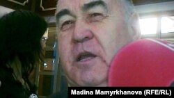 Владислав Косарев, почетный председатель Коммунистической народной партии Казахстана и депутат парламента. Астана, 27 января 2012 года.