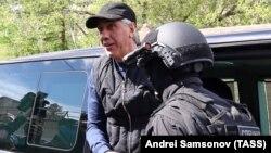 Анатолий Быков после задержания в Красноярске
