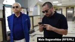 Вато (справа) и Автандил Церетели в Тбилисском городском суде, 27 августа 2019 г.