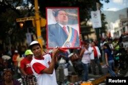 Сторонники Чавеса также выходят на улицы