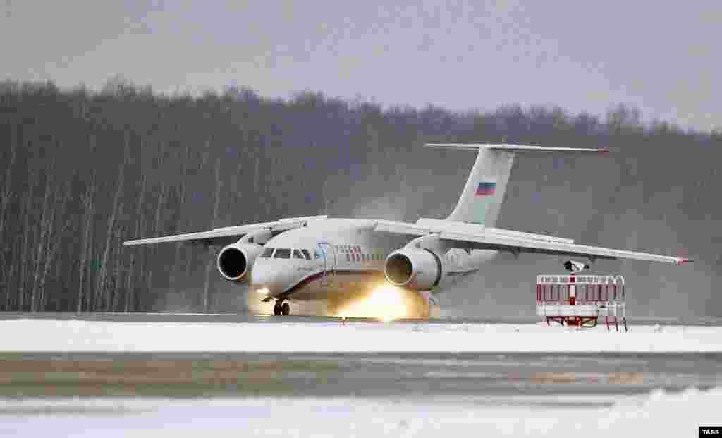 Пасажирський літак Ан-148 «Саратовських авіаліній»