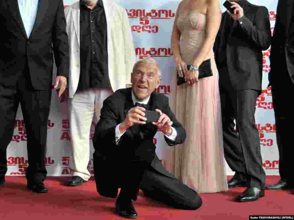რენი ჰარლინი წითელ ხალიჩაზე