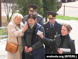 Андрэй Клімаў у кайданках, 2005 год