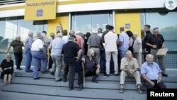 Греция -- Банкта кезекте тургандар. 20-июль, 2015