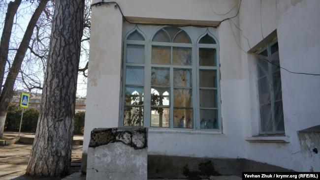 Изящная «раскладка» старых окон
