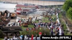 Beograd, akcija postavljanja nasipa, 17. maj