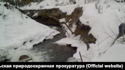 Cброс загрязненных стоков в реку Хилок в Забайкалье