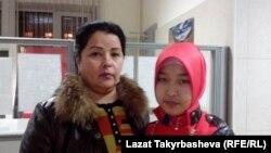 Гүлсара Тохтахунова кызы Муштарибо менен.