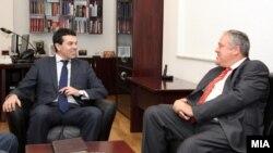 Архивска фотографија: Средба на Министерот за надворешни работи Никола Попоски со Известувачот за Македонија во Европскиот парламент, европратеникот Ричард Ховит.