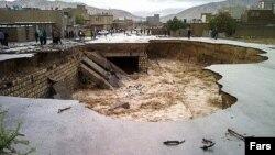 نشست زمین در پی جاریشدن سیلاب در ایلام
