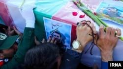 مراسم خاکسپاری یکی از کشتهشدگان ایرانی در سوریه، زمستان گذشته