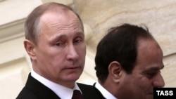 Orsýetiň prezidenti Wladimir Putin (ç) we Müsüriň prezidenti Abdel Fattah al-Sisi (s), Kair, 10-njy fewral, 2015
