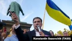 Михаил Саакашвили во время встречи с избирателями перед выборами в парламент 21 июля 2019 года. Одесса, 18 июля 2019 года.