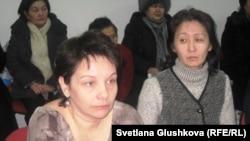 Ирина Воловикова (слева), дольщица. Астана, 19 февраля 2013 года.