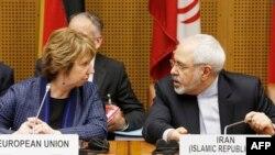 محمدجواد ظریف، وزیر خارجه ایران و کاترین اشتون، مسئول سیاست خارجی اتحادیه اروپا، ریاست نشست عمومی صبح سهشنبه را بر عهده داشتند