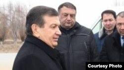 Президент Узбекистана Шавкат Мирзияев (слева).