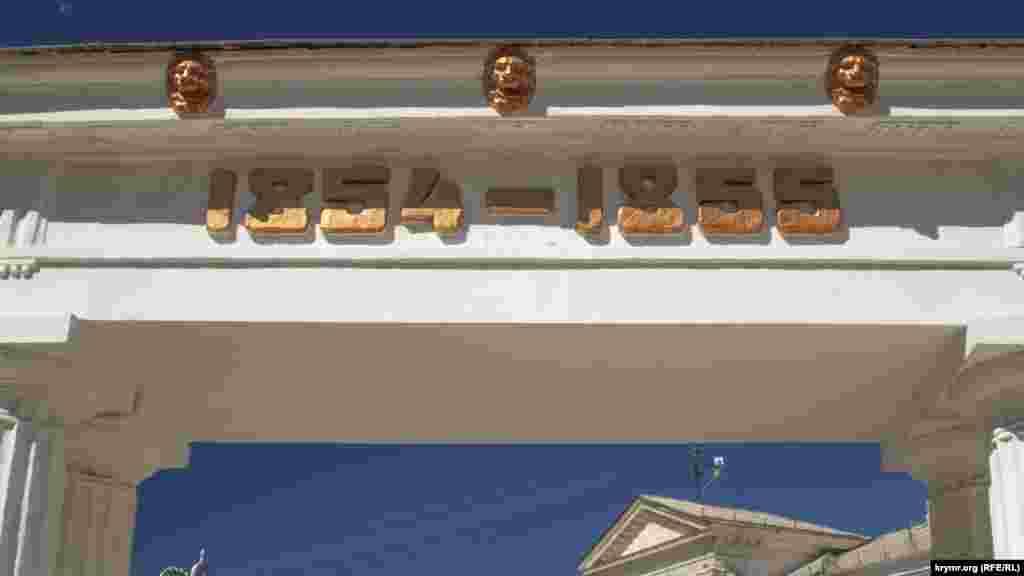 Изображения львов на входе в Малахов курган
