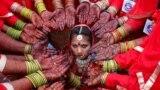 Несовершеннолетняя невеста. Брачная церемония в индийском городе Ахмадабад. 2018 год