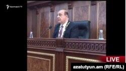 Самвел Баласанян во время первого зседания Совета старейшин Гюмри, 10 октября 2016 г.
