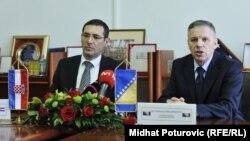 Ministri odbrane Hrvatske i BiH Ante Kotromanović i Muhamed Ibrahimović, Sarajevo, maj 2012.