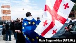 Наблюдатели, близко знакомые с ситуацией, предостерегают Тбилиси от особых иллюзий на скорейшее решение Евросоюзом вопроса визовой либерализации для граждан Грузии