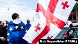 Принятая сегодня резолюция Европарламента содержит не только положения о достижениях Грузии, но и нарекания в ее адрес