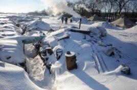 Окопы, укрытые снегом, неподалеку от Лисичанска