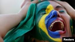 Болельщица сборной Бразилии после поражения ее команды.