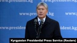 Алмазбек Атамбаев после голосования. 15 октября 2017 года.