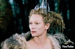 """Tilda Swinton """"Narnia xronikası"""" filmində."""