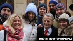 Мустафа Джемилев со студентами Вроцлавского университета (Польша)