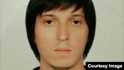 Шамиль МахIамадов вукIун вуго полициялъул сияхIалда. Гьанже гьесул гIага-божаразда лъалеб гьечIо гьев кив вугевали.
