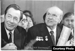 Зь Пятром Машэравым на сьвяткаваньні 80-годзьдзя. 1976 год