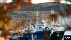 Судно Arctic Sunrise под арестом в порту Мурманска