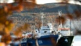 "The Greenpeace icebreaker ""Arctic Sunrise"""