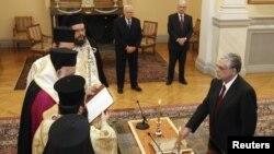 Лукас Пападимос при положувањето заклетва на премиеркста функција на 11 ноември 2011 година.