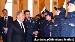 Калмуханбет Касымов (в центре), советник президента – секретарь Совета безопасности, во время совещания по модернизации работы МВД. 19 ноября 2018 года.