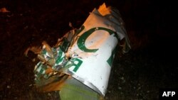 "17 ноябрь көнне һәлакәткә юлыккан Boeing-ның ""Татарстан"" һава ширкәте дип язылган өлешенең бер кисәге"