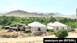 Aglaba ermenileriň ýaşaýan Dagly-Garabag sebiti 1988-94-nji ýyllar aralygyndaky uruşda özüniň Azerbaýjandan garaşsyzlygyny yglan edipdi.