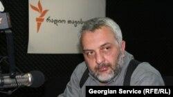 Уже бывший глава грузинского ЦИКа сегодня на публике не появлялся. Что побудило Зураба Харатишвили оставить пост в самом разгаре предвыборной кампании?