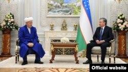 Президент Узбекистана Шавкат Мирзияев с муфтием страны Усманханом Алимовым. Ташкент, 6 января 2020 года. Фото с сайта президента РУз.