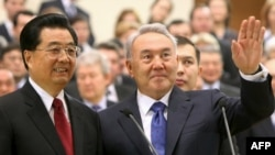 Presidents Hu Jintao (left) of China and Nursultan Nazarbaev of Kazakhstan officially open a pipeline in Astana.